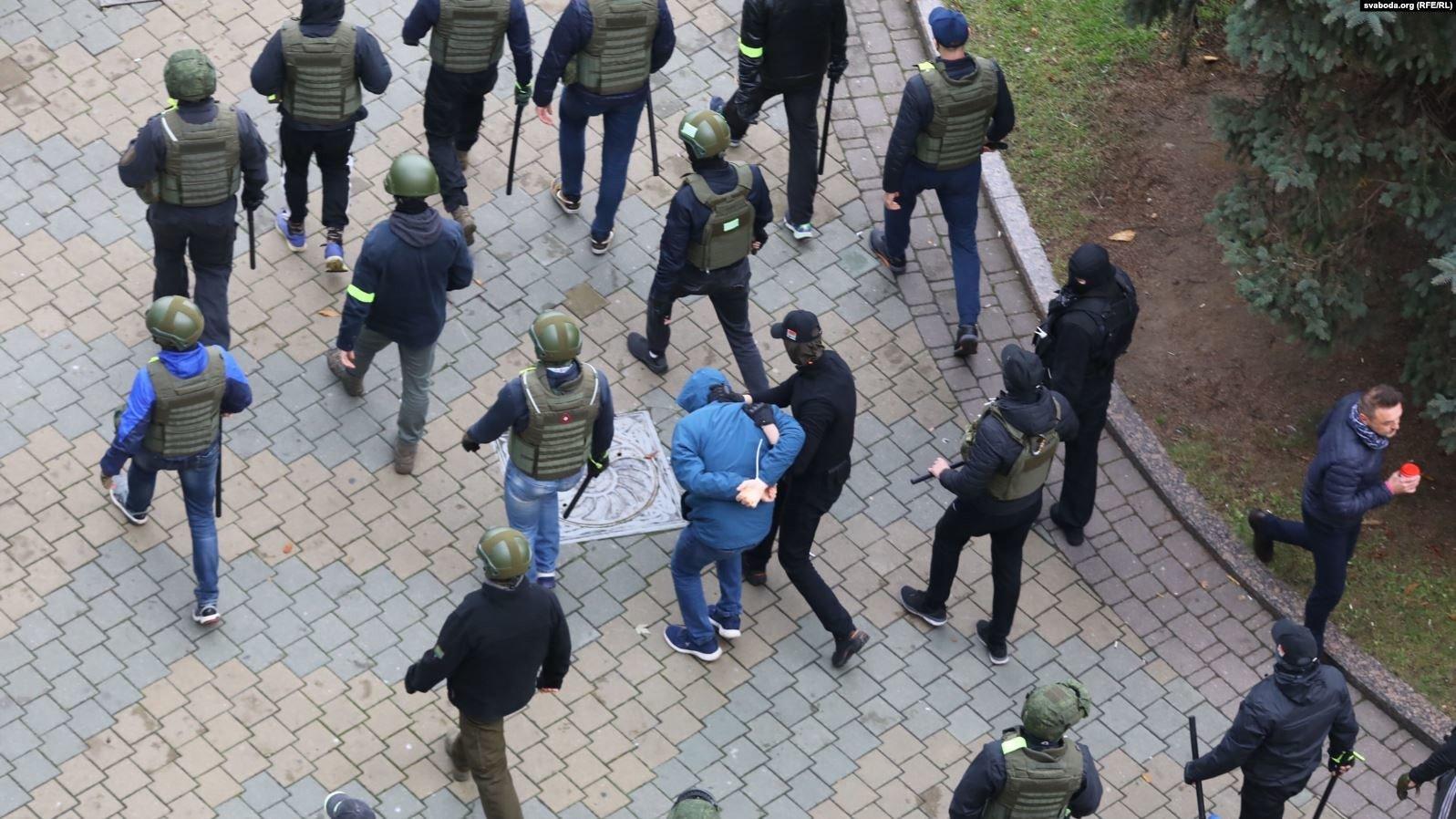 В Минске — массовые задержания и разгон протестующих