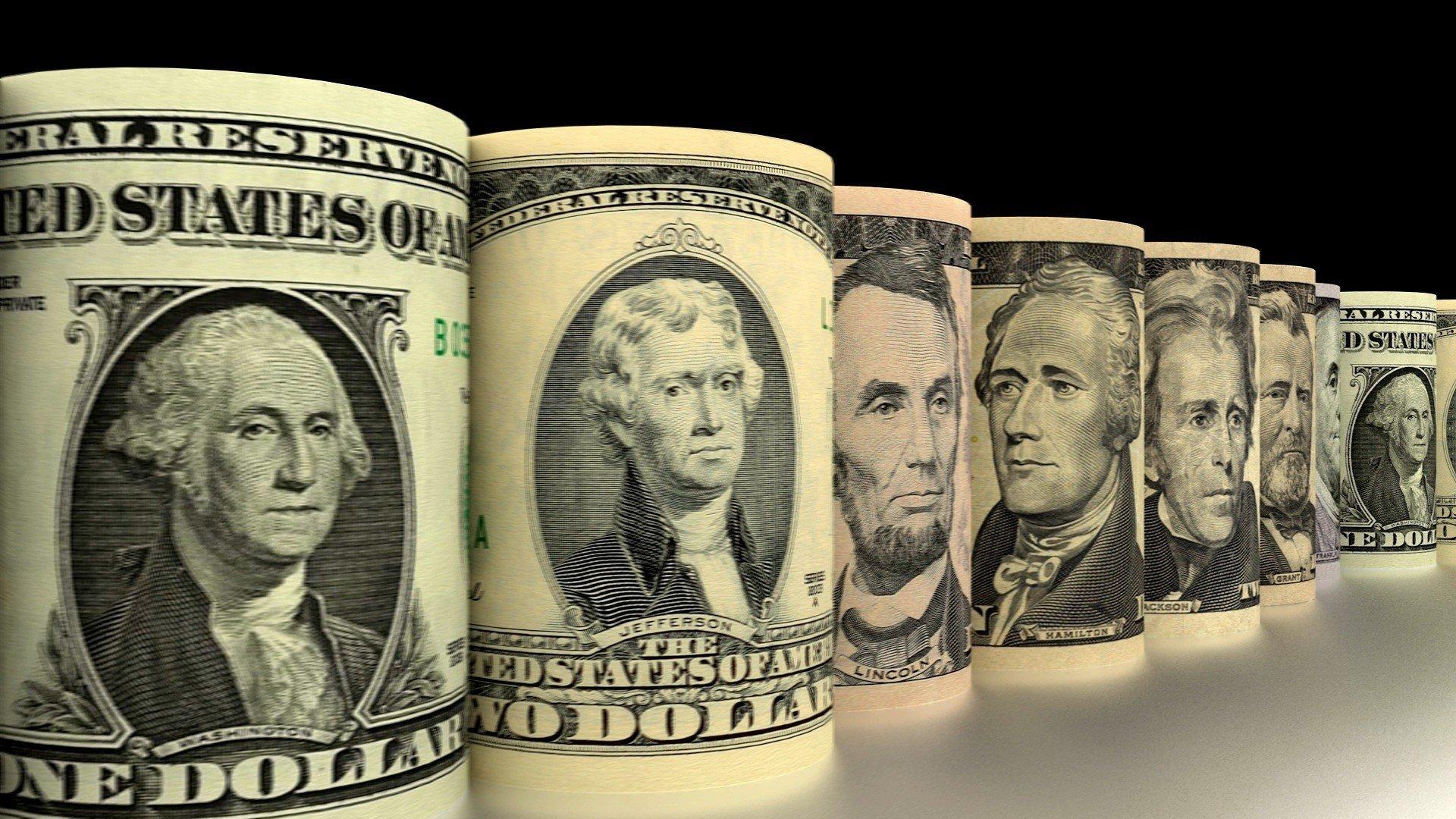 """Нацбанк сжигает резервы, но доллар """"растет"""""""