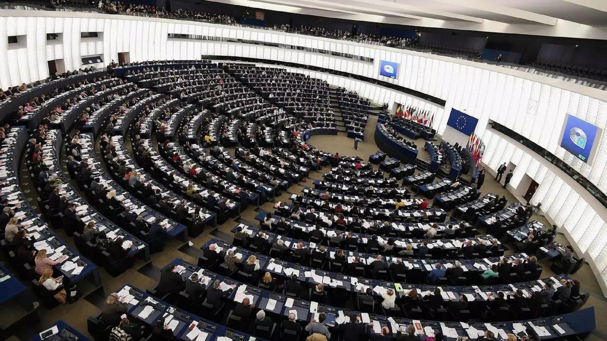 В ЕС хотят заморозить все переводы средств в Беларусь