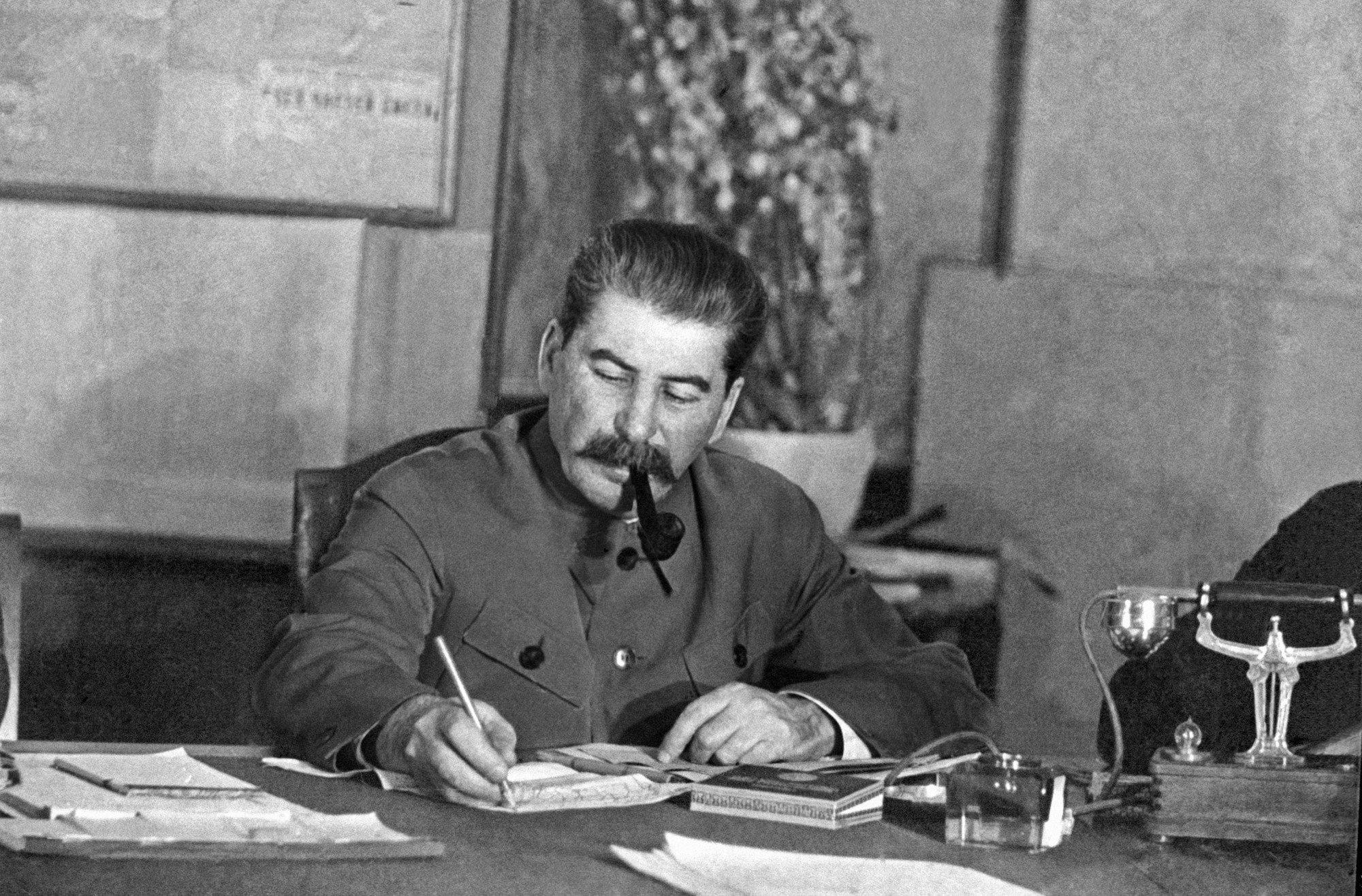 Помощник Путина оправдал политику Сталина