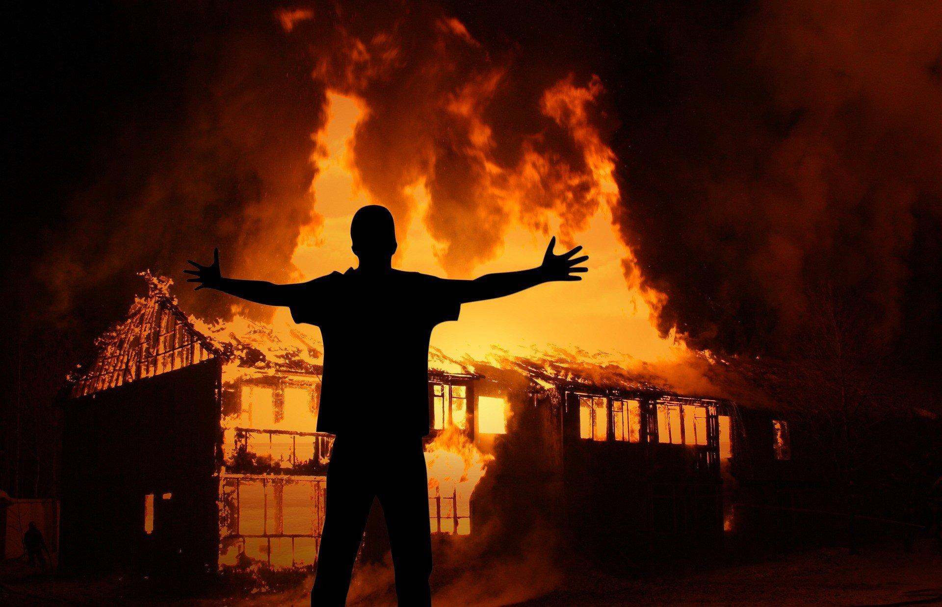 Гватемальские протестующие подожгли парламент