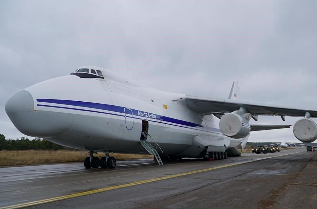 В Ереван прибыли два самолета с миротворцами РФ