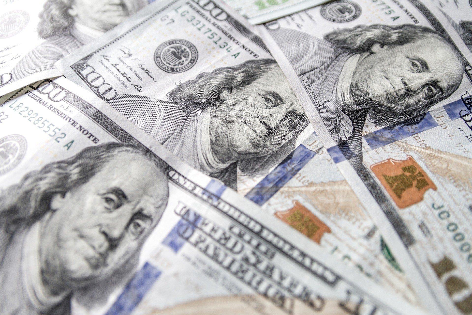 Межбанк: импортеры и нерезиденты дерутся за доллар