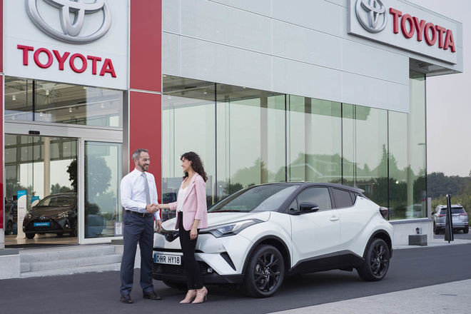 Toyota начинает отбор новых дилеров в Украине