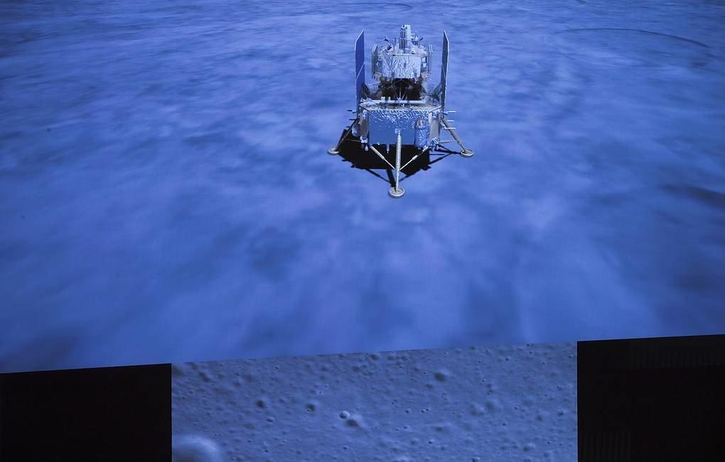 Капсула с лунным грунтом успешно приземлилась