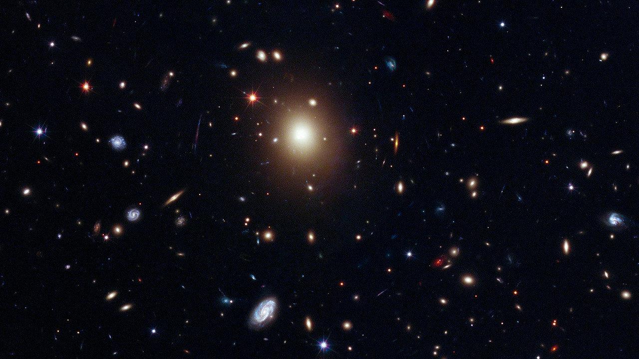 Гигантская черная дыра загадочно исчезла