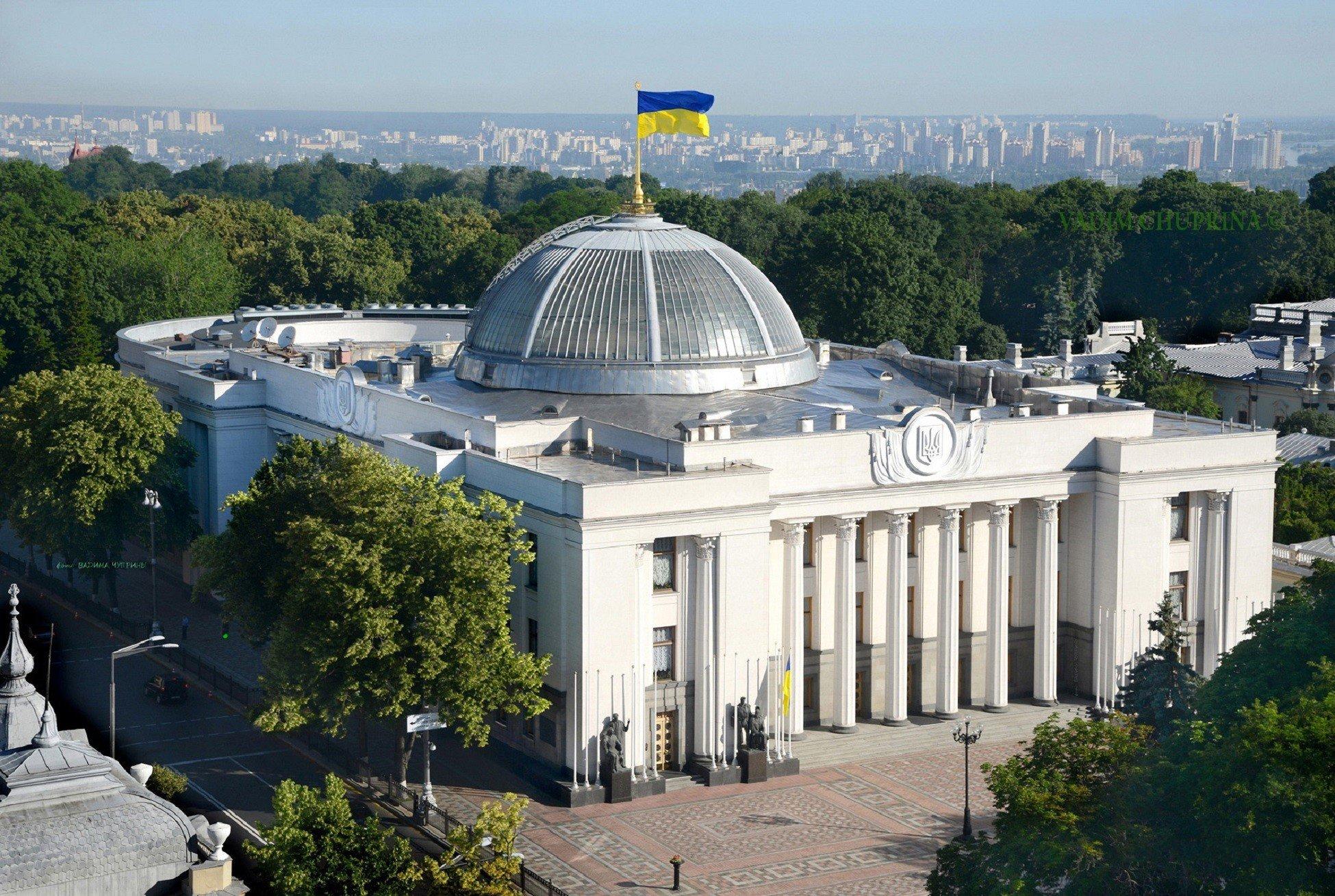 """ВР хочет упростить ввоз """"гуманитарки"""" в Украину"""
