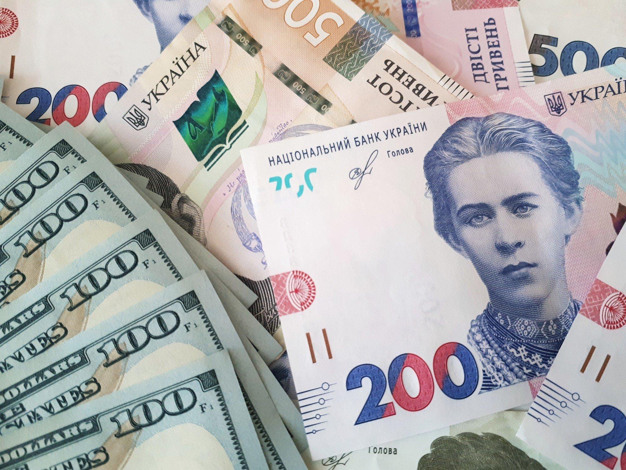 Межбанк: курс доллара продолжает падать