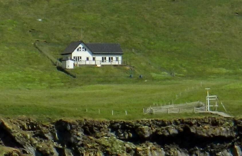 """Раскрыта тайна """"самого одинокого дома в мире"""": поразительные фото"""