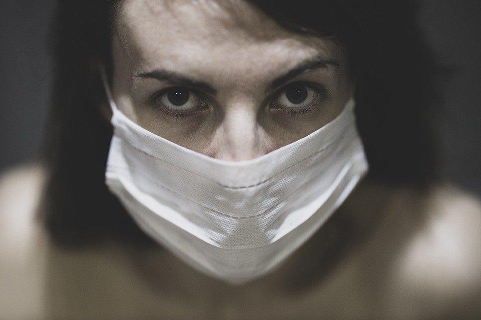 Лікар розповіла про небезпеку паніки для хворих коронавірусів