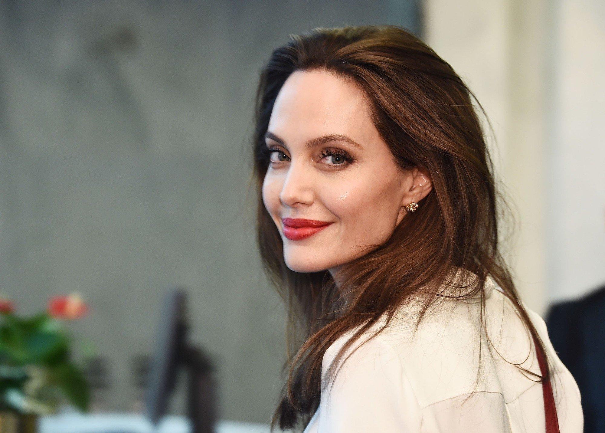 Анджелина Джоли: лучшие платья и повседневный стиль