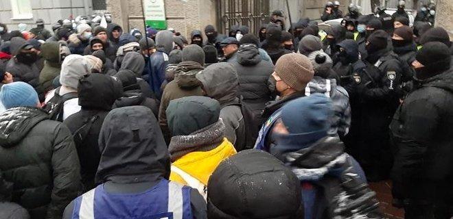 Предприниматели заблокировали депутатов в Раде, вмешалась полиция