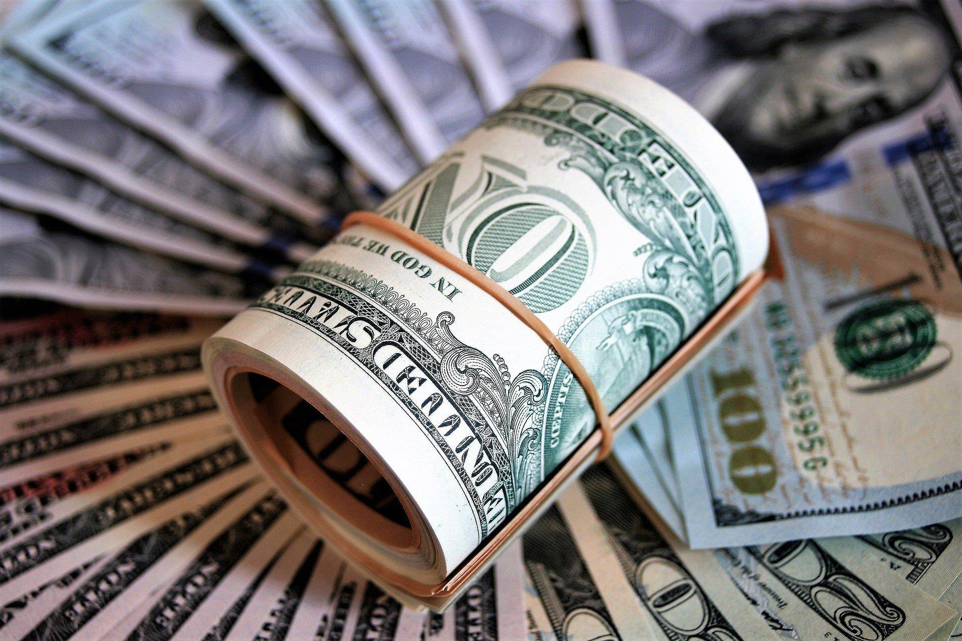 Межбанк: падение доллара усиливается