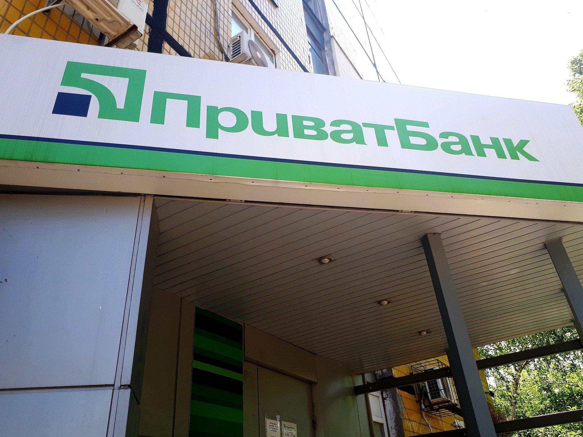 Банки гасят долги клиентов за счет денежных переводов