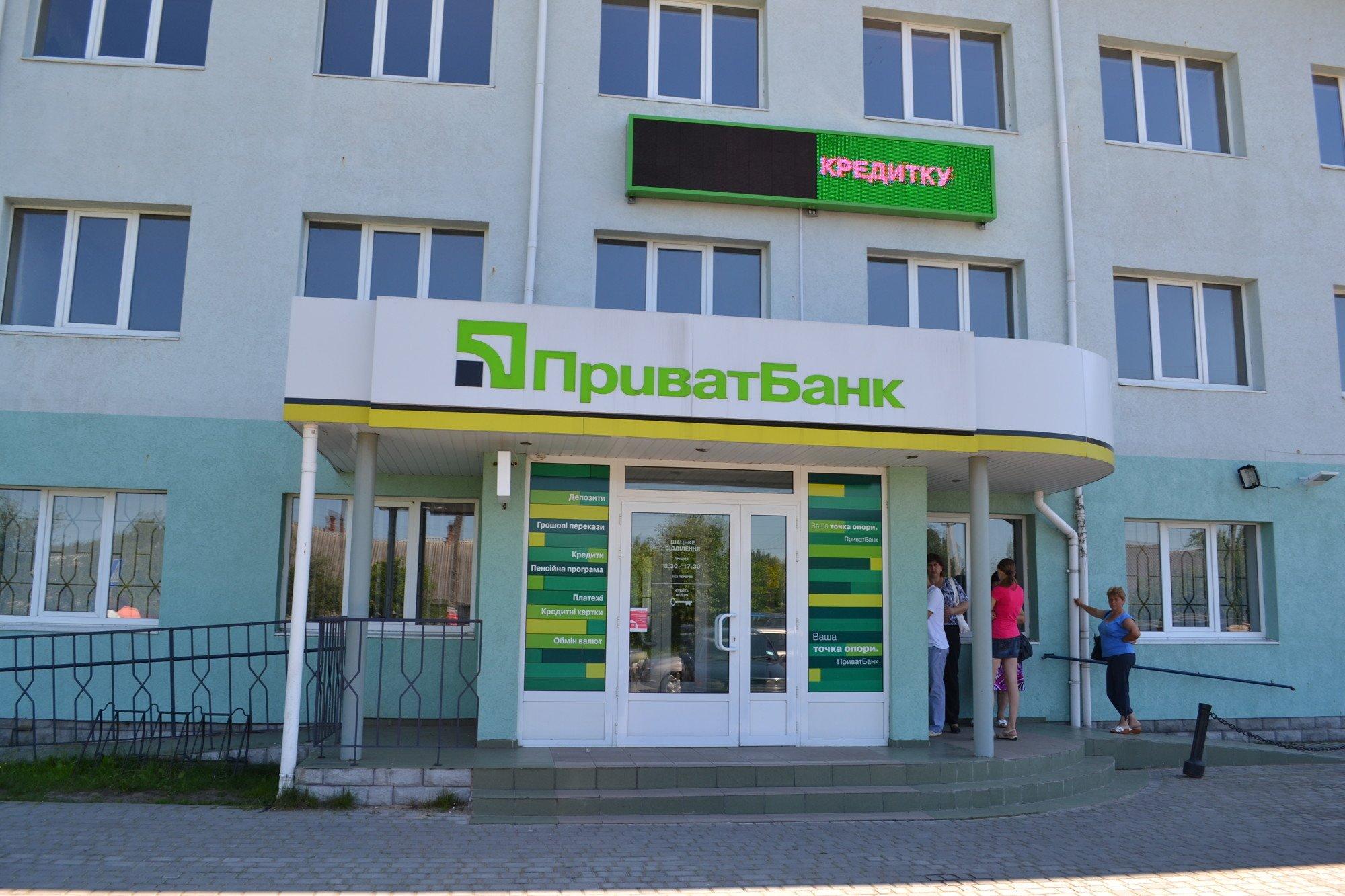 Банки закрыли 868 отделений по стране