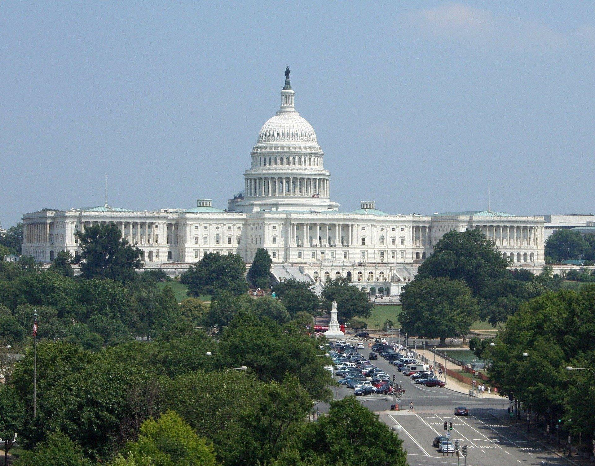 Демонстранты вышли к Белому дому. Начались задержания
