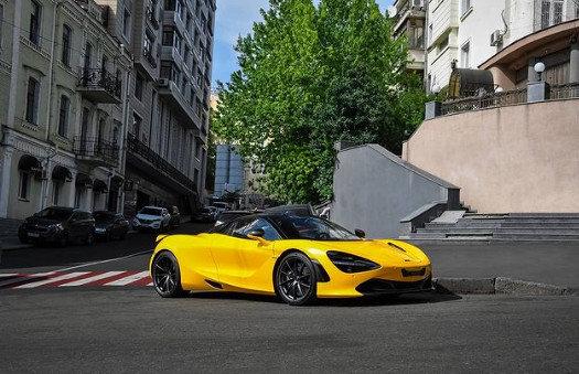 В Киеве заметили ярко-желтый McLaren