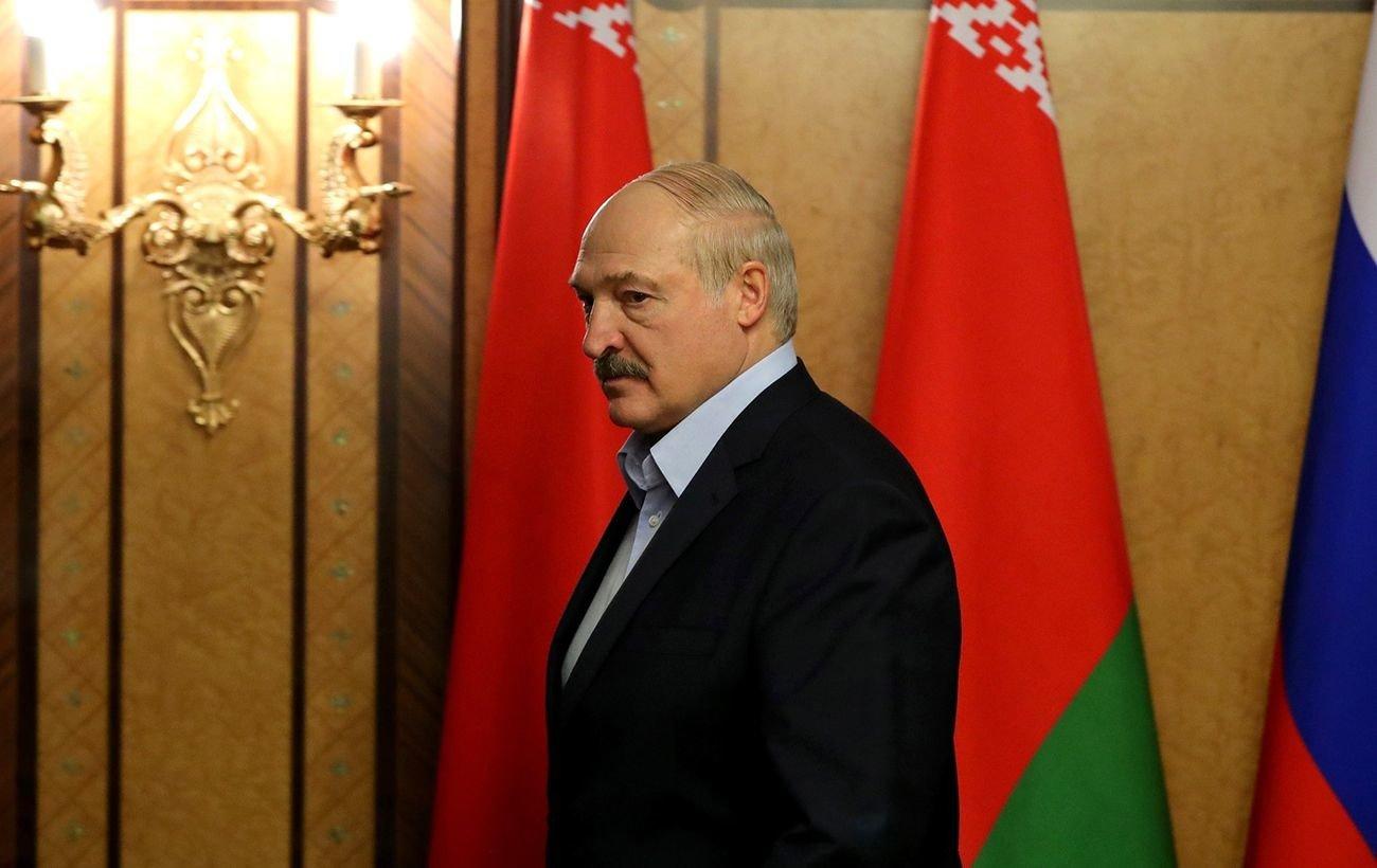 """Лукашенко назвал другом Путина, а на Зеленского """"зла не держит"""""""