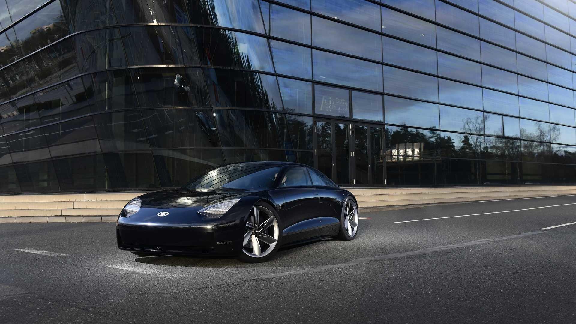 Електроседан Hyundai Ioniq 6 показали на першому зображенні