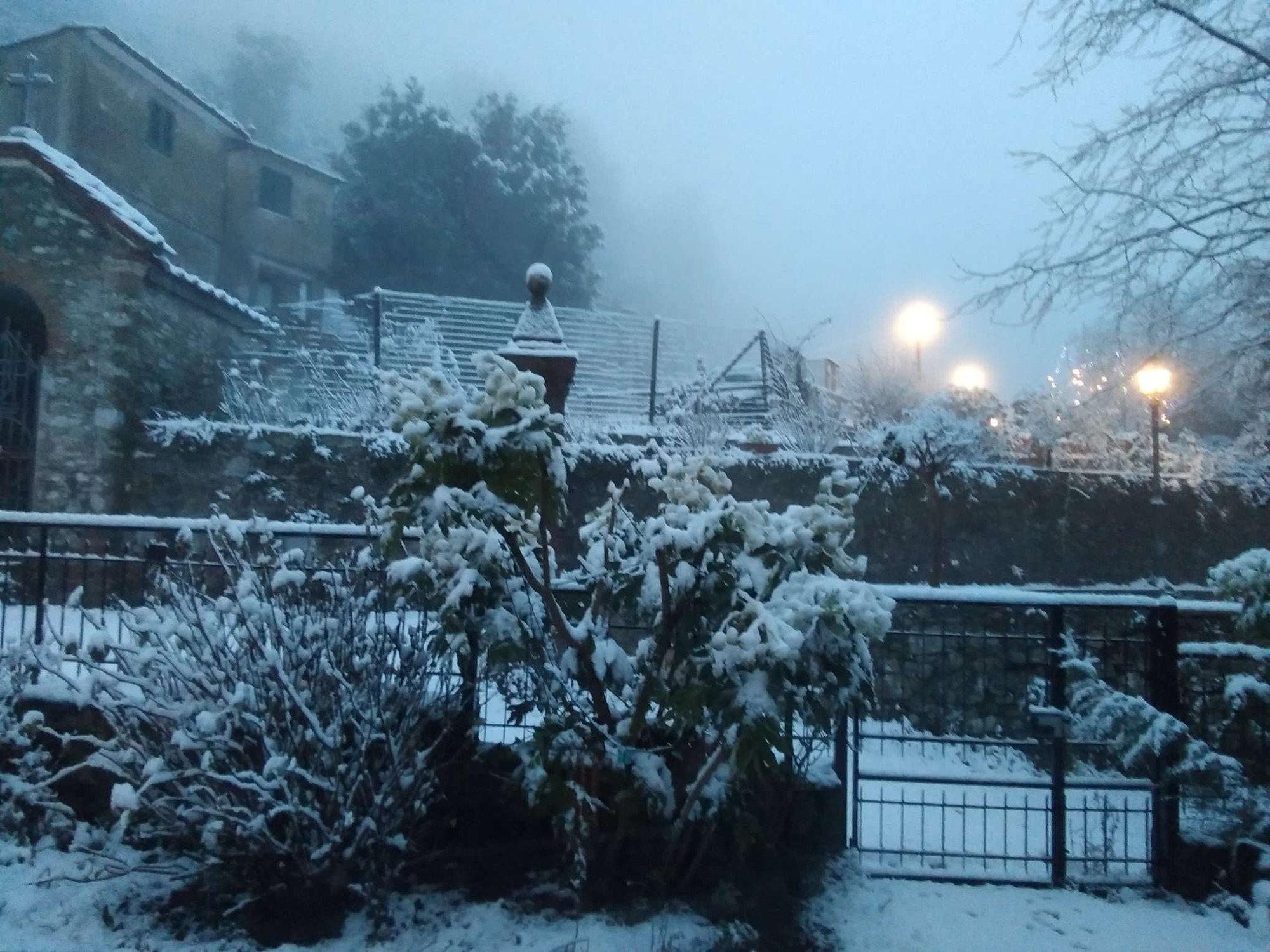 Италию засыпало мокрым снегом (фото)
