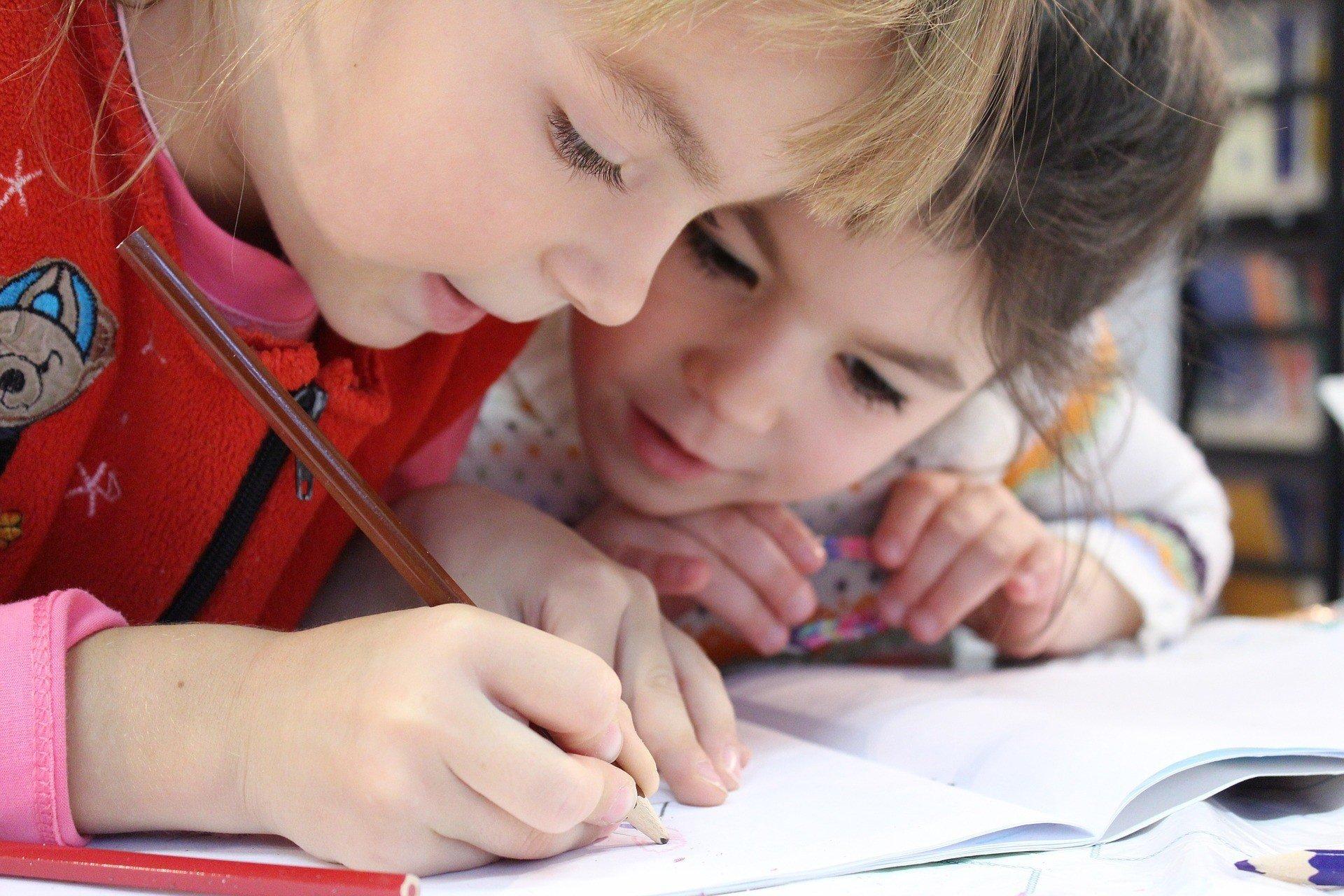 Школы начали подключаться к е-дневникам и е-журналам