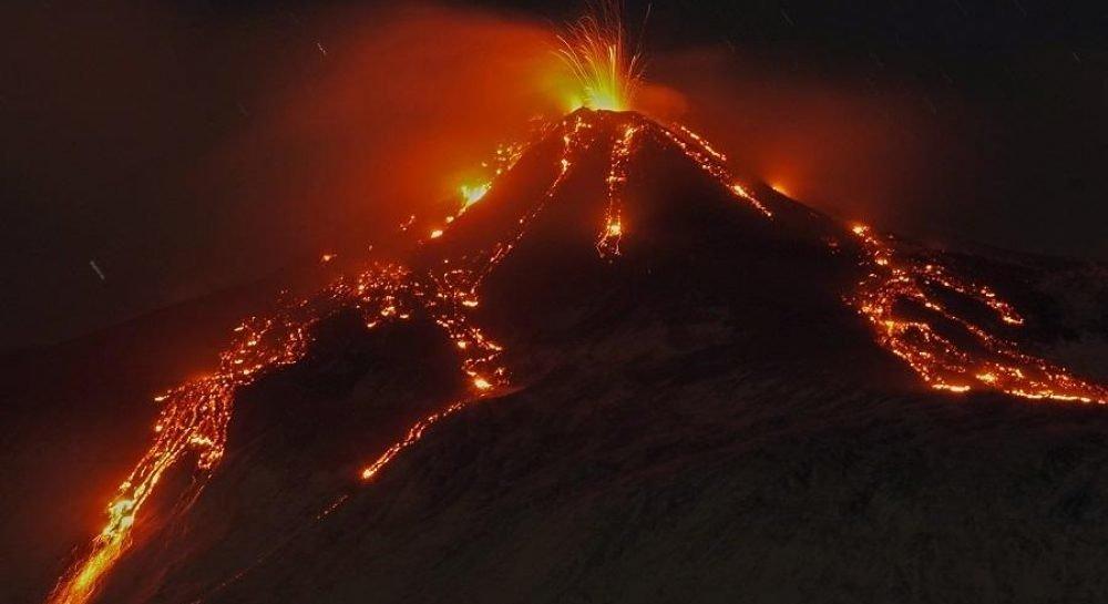Вулкан Этна неожиданно стал извергаться: фото