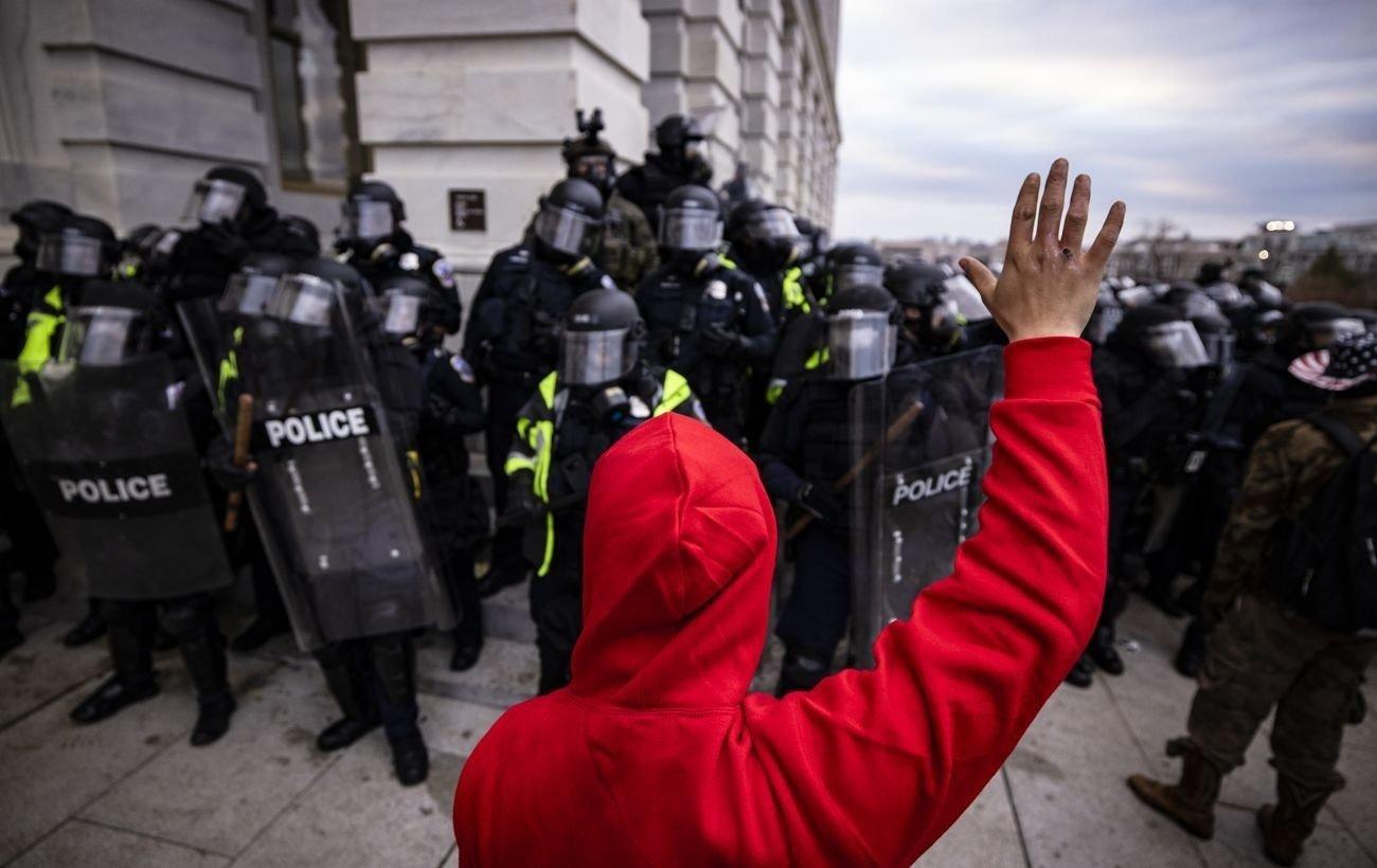 Помещение Конгресса и Сената США зачистили от протестующих