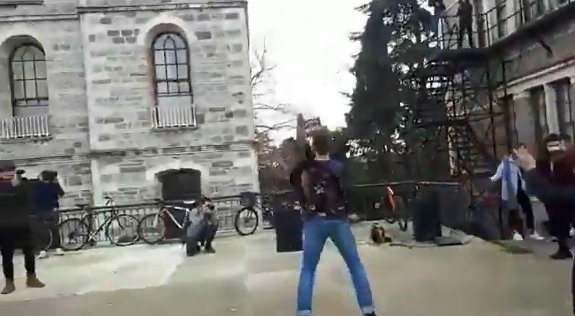В Стамбуле студенты протестуют под музыку Metallica