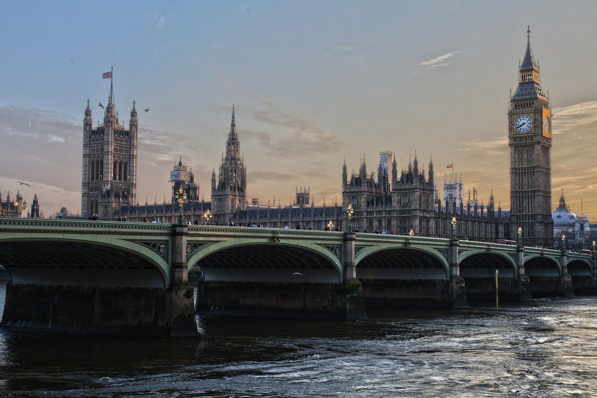 Власти Лондона объявили чрезвычайную ситуацию