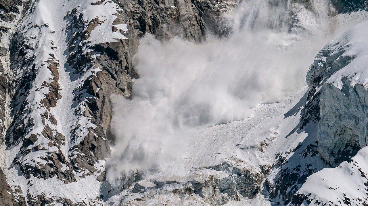 В Карпатах объявили угрозу схода снежных лавин