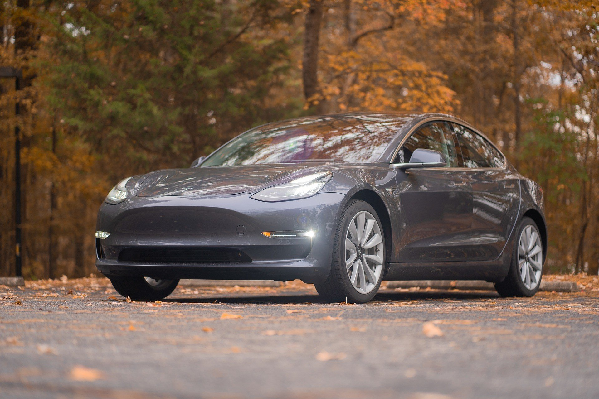 В Tesla Model 3 добавили рулю функционал