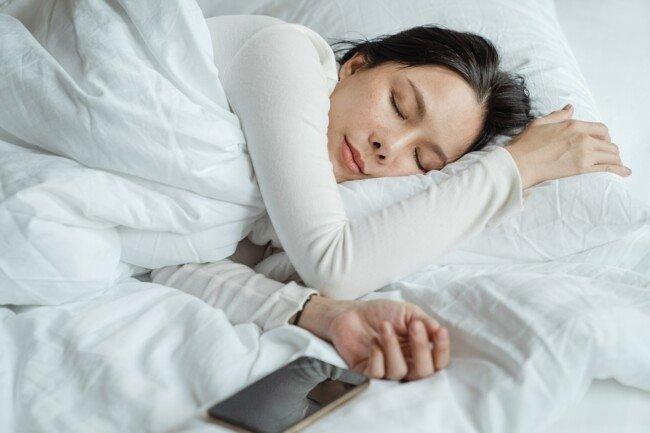 10 причин ложиться спать до полуночи