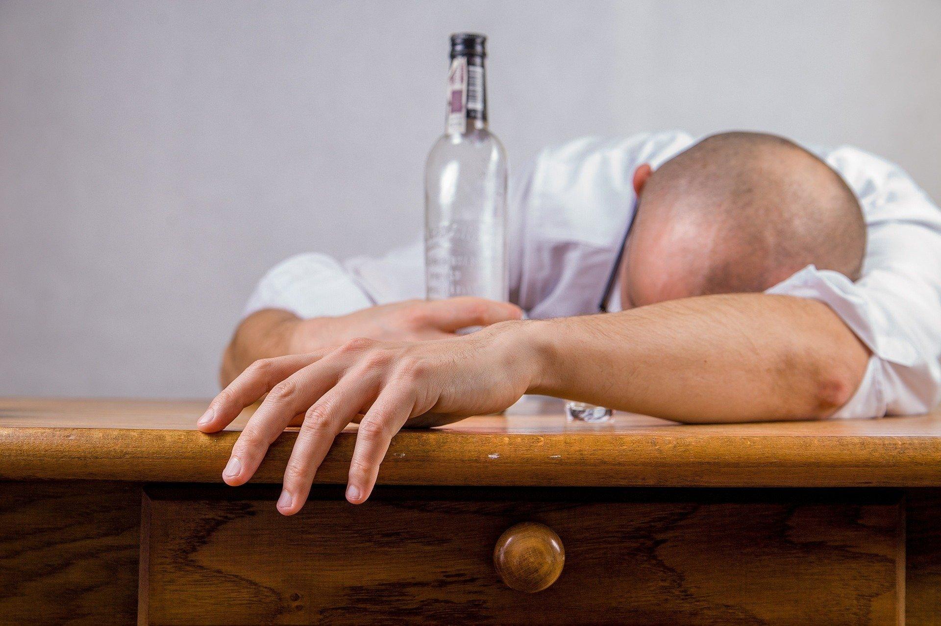 Почему нельзя пить алкоголь во время болезни