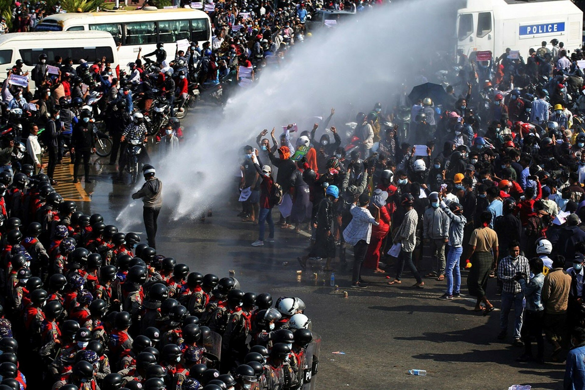 В Мьянме протестующие обвинили Россию в пособничестве военному перевороту