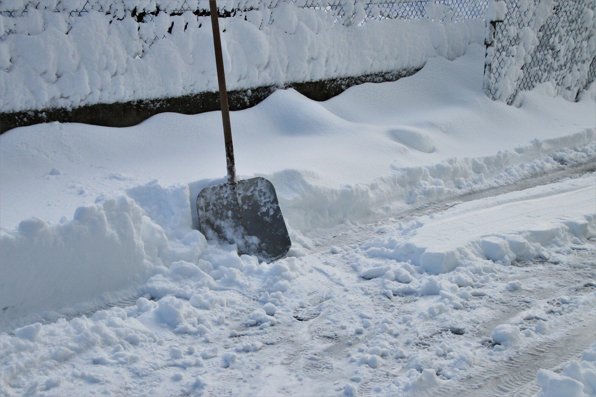 Мужчина заявил об убийстве, чтобы возле двора расчистили снег