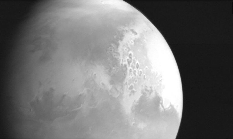 Китайский космический зонд отправил на Землю первое изображение Марса