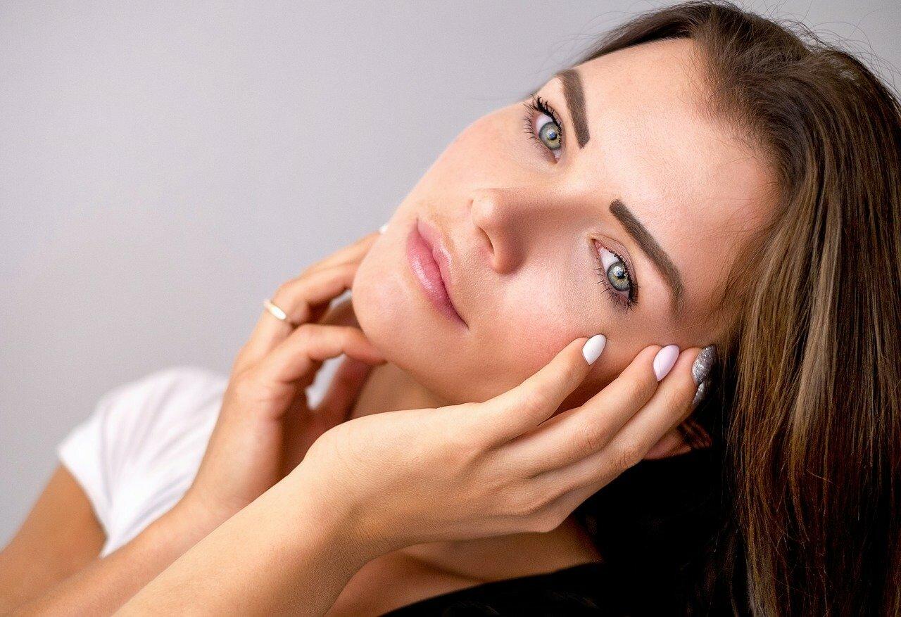 Как можно избавиться от темных кругов под глазами: косметолог советует