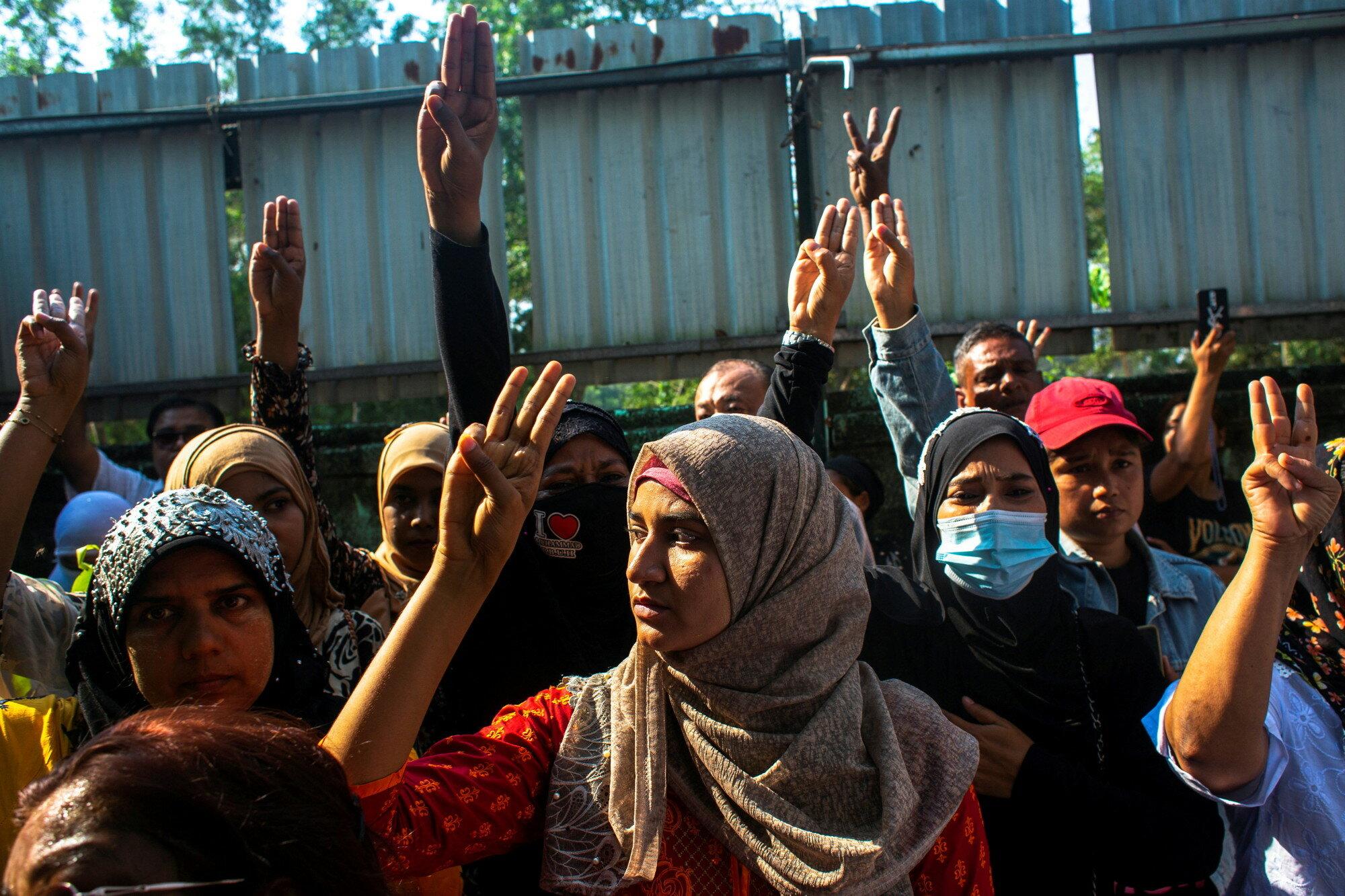 Экономике Мьянмы грозит остановка