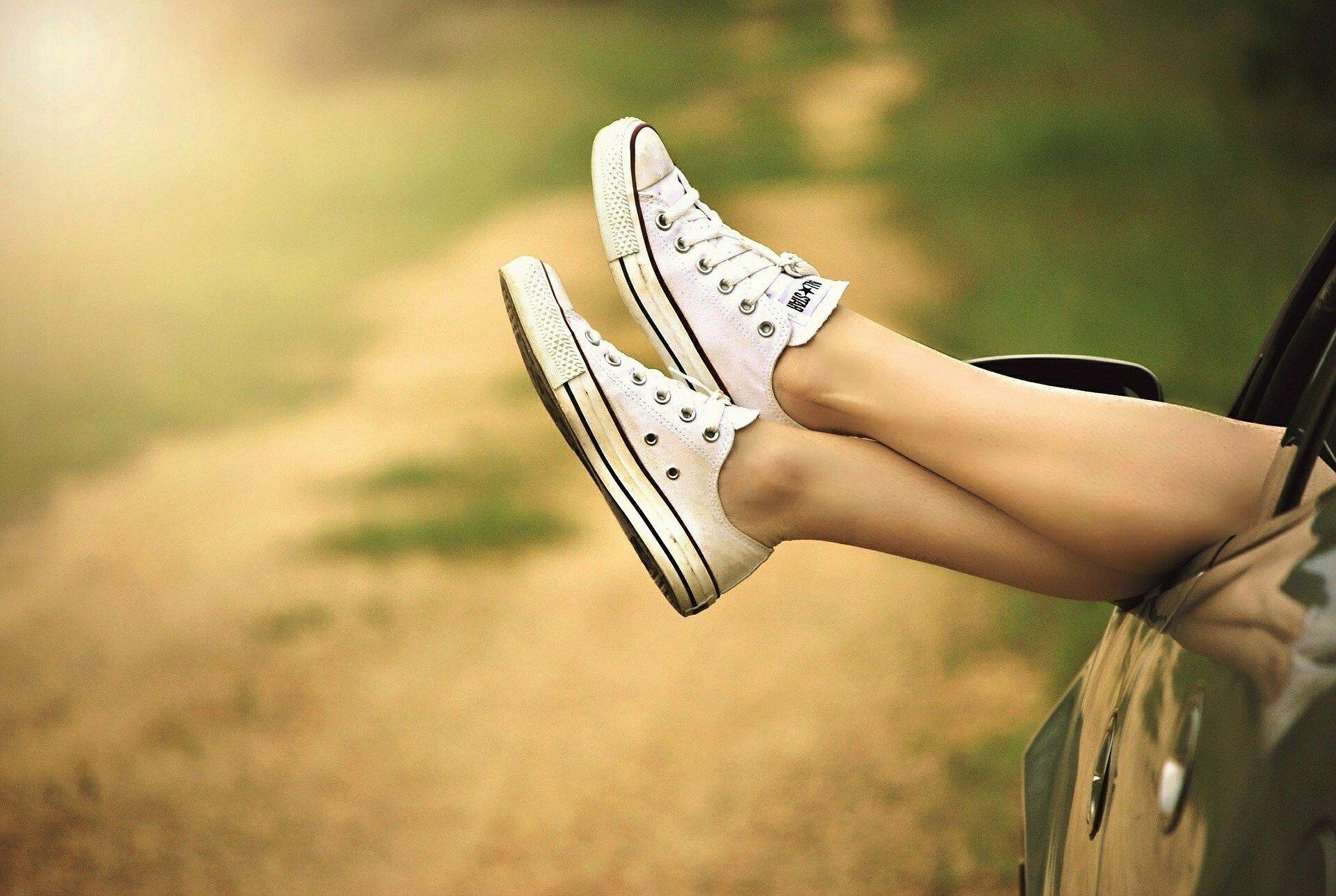 Почему отекают ноги: как спасаться