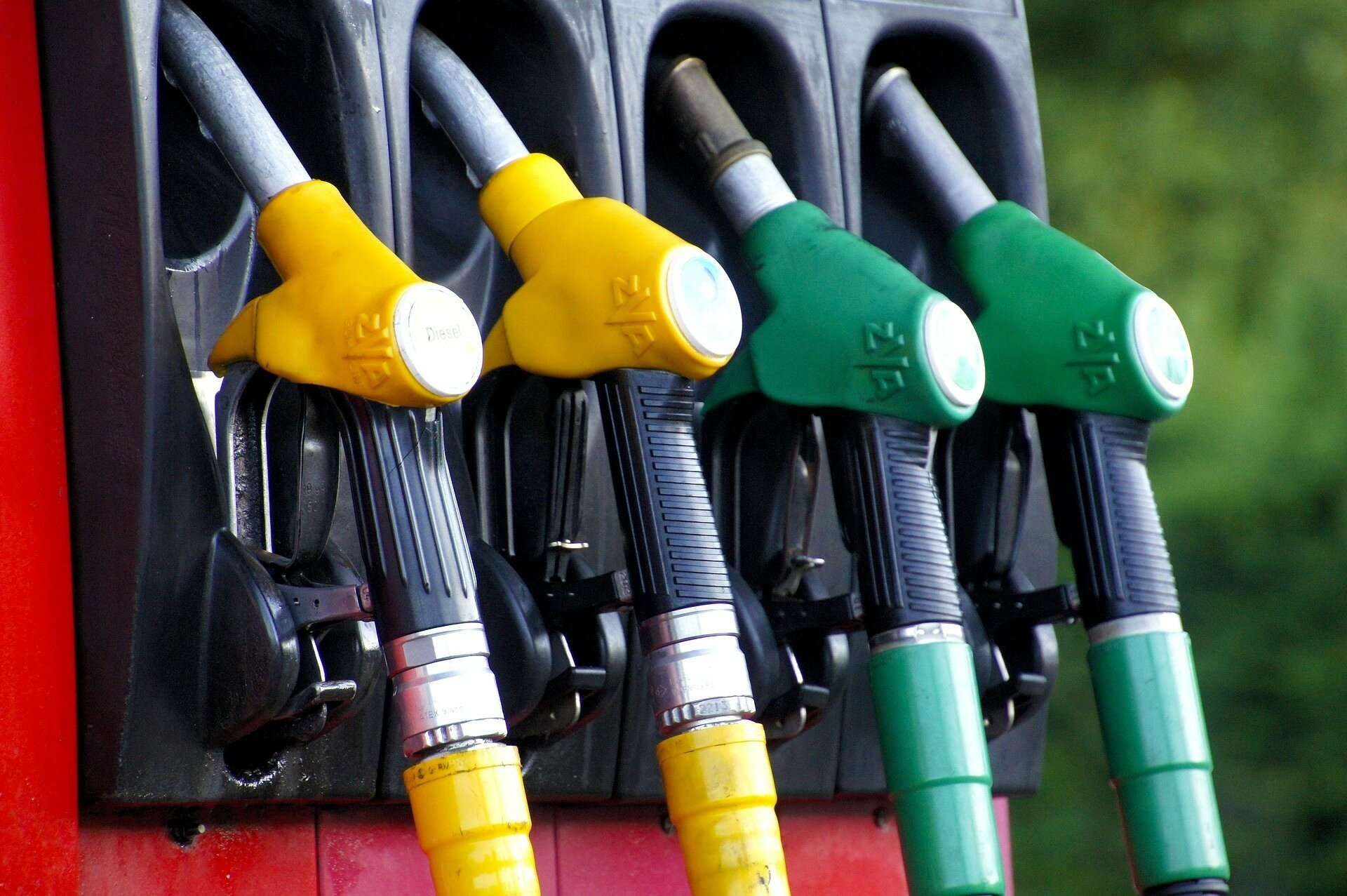 Как в Украине с 1996 года росла зарплата и стоимость бензина