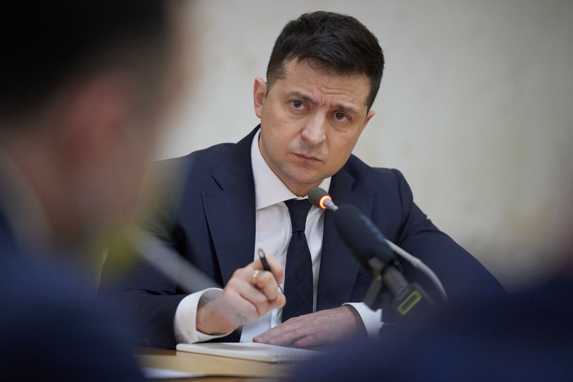 Зеленський анулював ліцензії на користування українськими надрами 19 компаніям