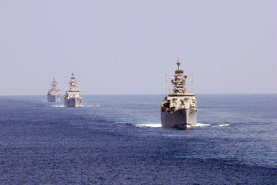 РФ перебросила в Черное море более 10 своих кораблей