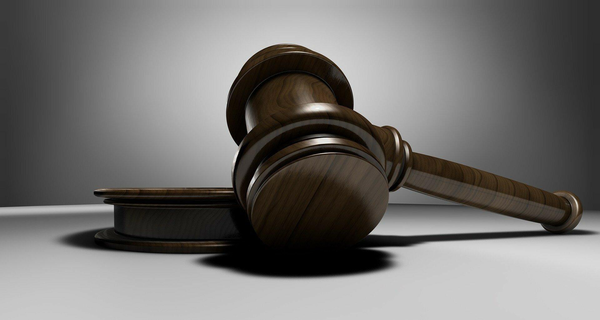Суд остановил иск ПриватБанка к Суркису