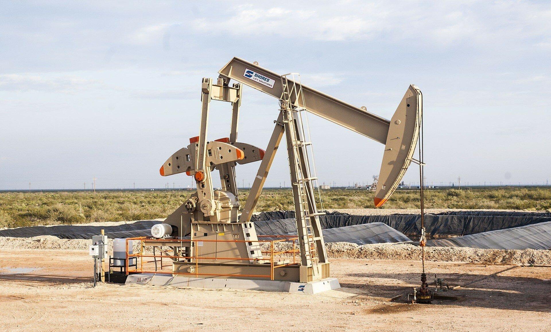 Нефть подешевела на фоне роста запасов бензина в США