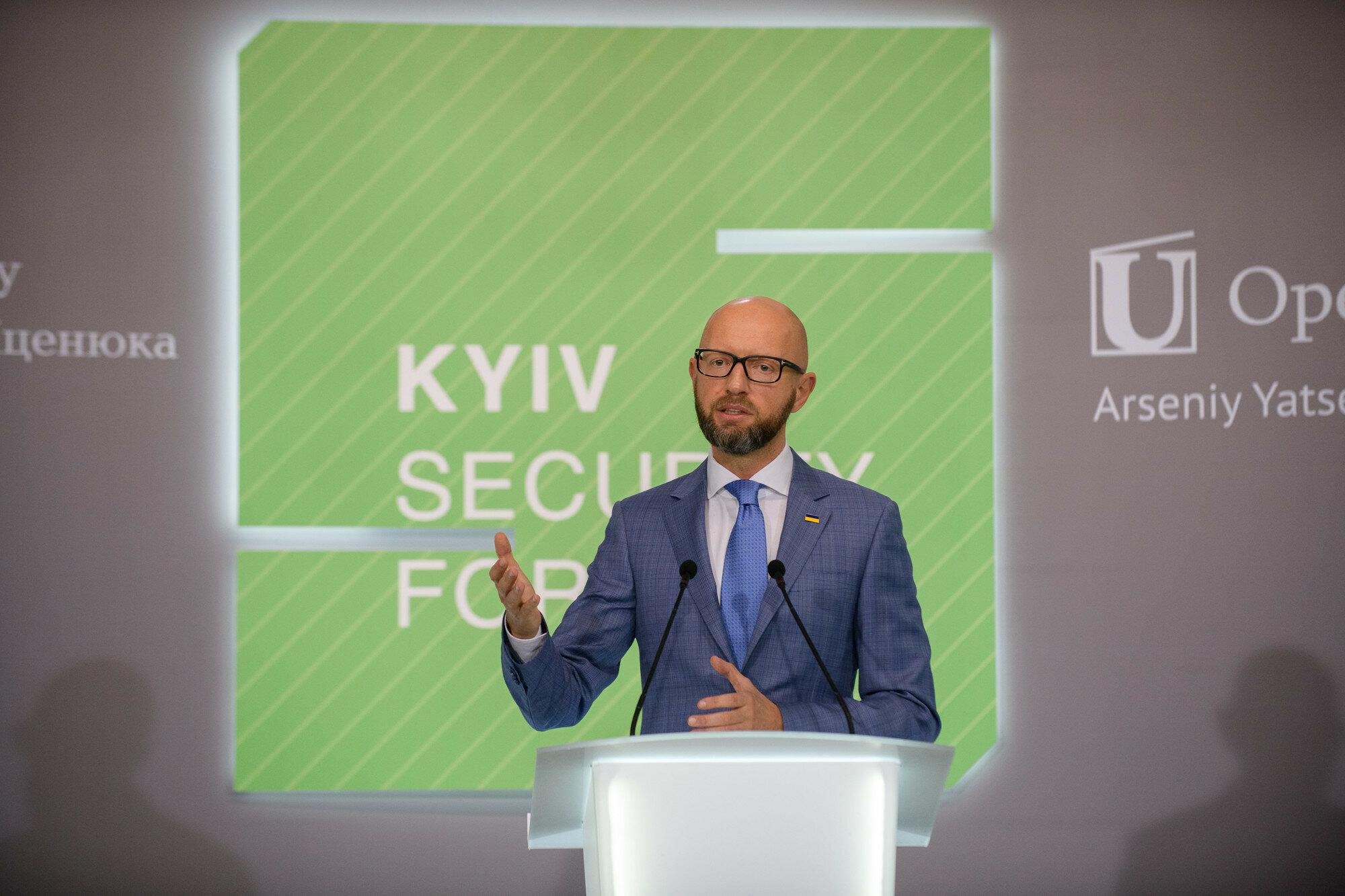 Яценюк считает НАТО лучшим гарантом безопасности для Украины