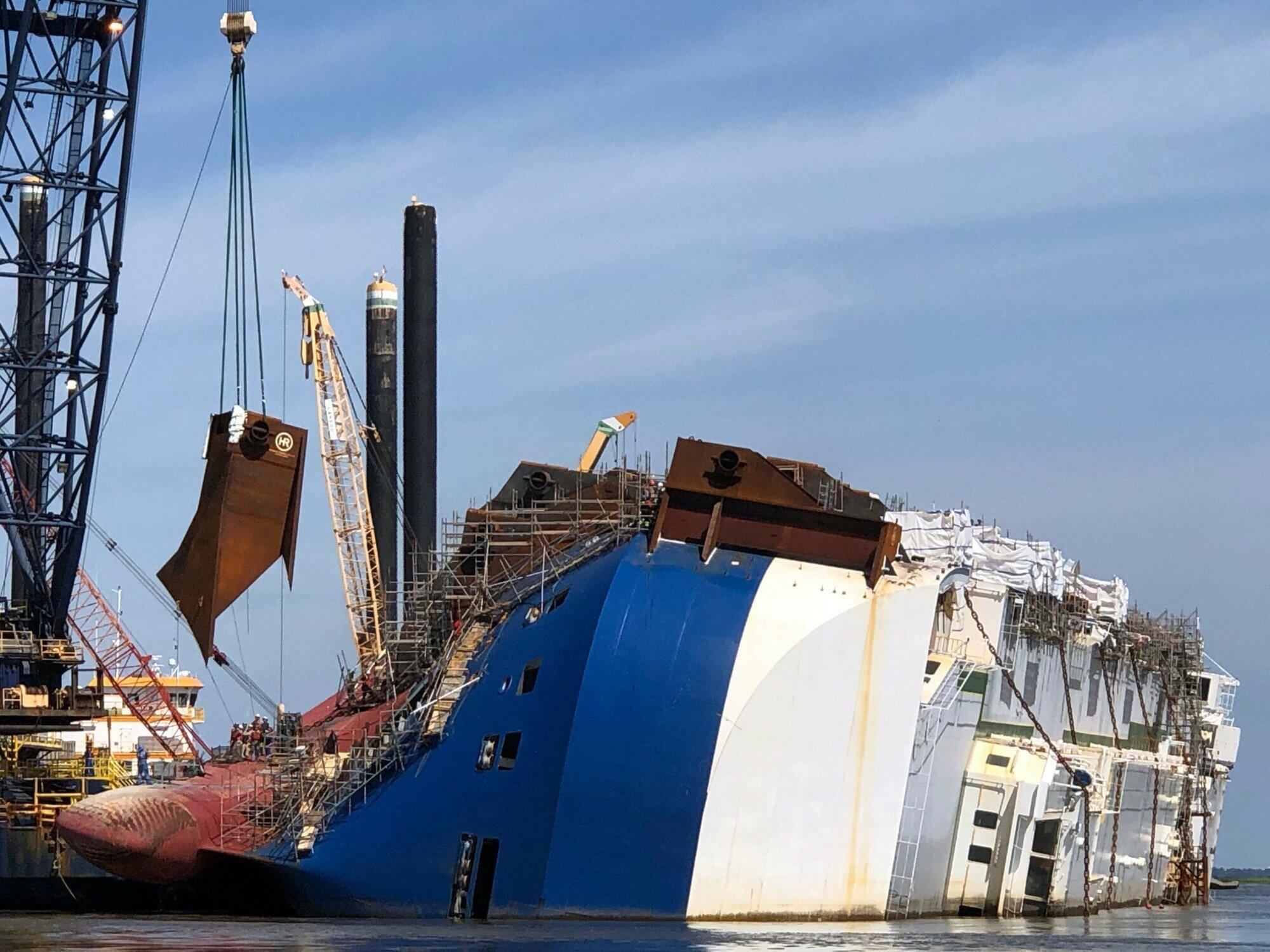 Как продвигается утилизация затонувшего судна с новыми Kia и Hyundai на борту