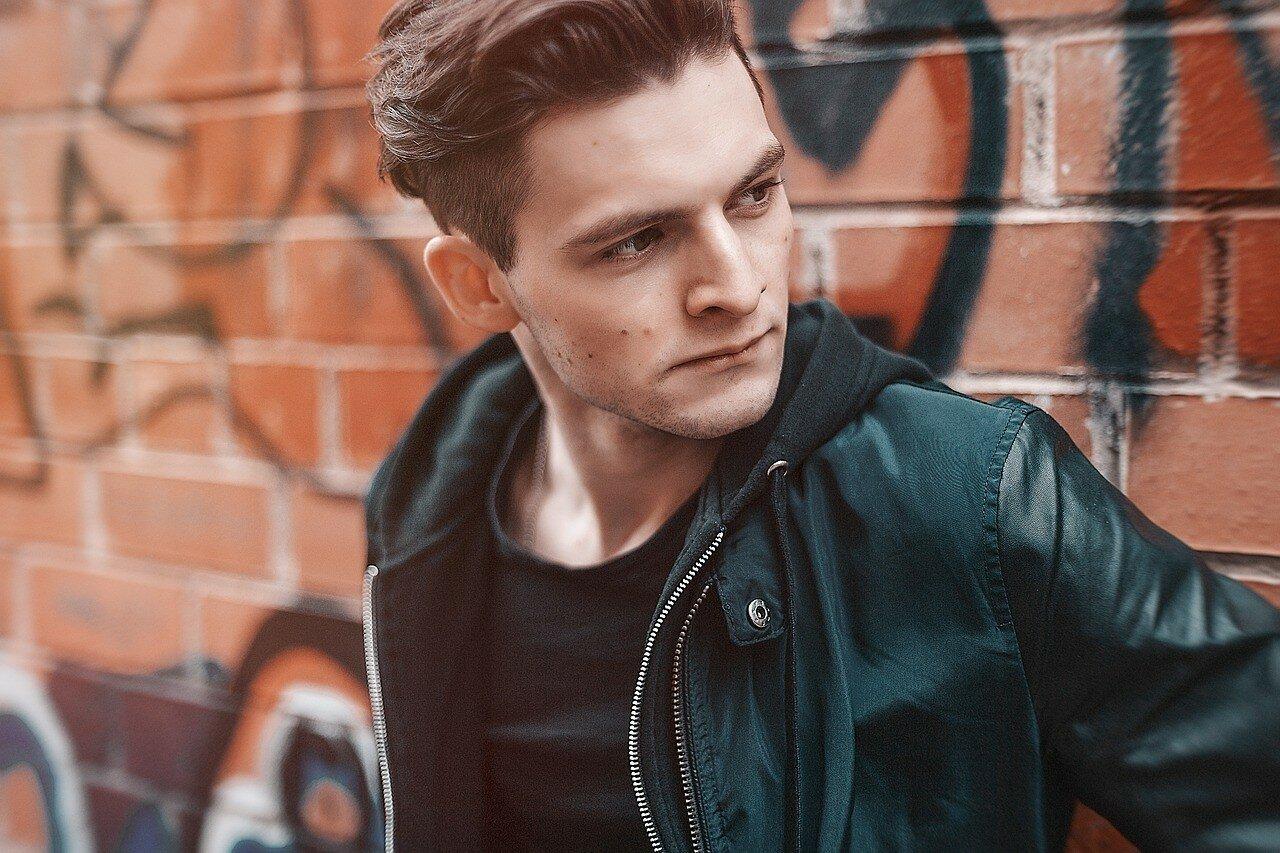 Модные кожаные куртки для мужчины весной 2021