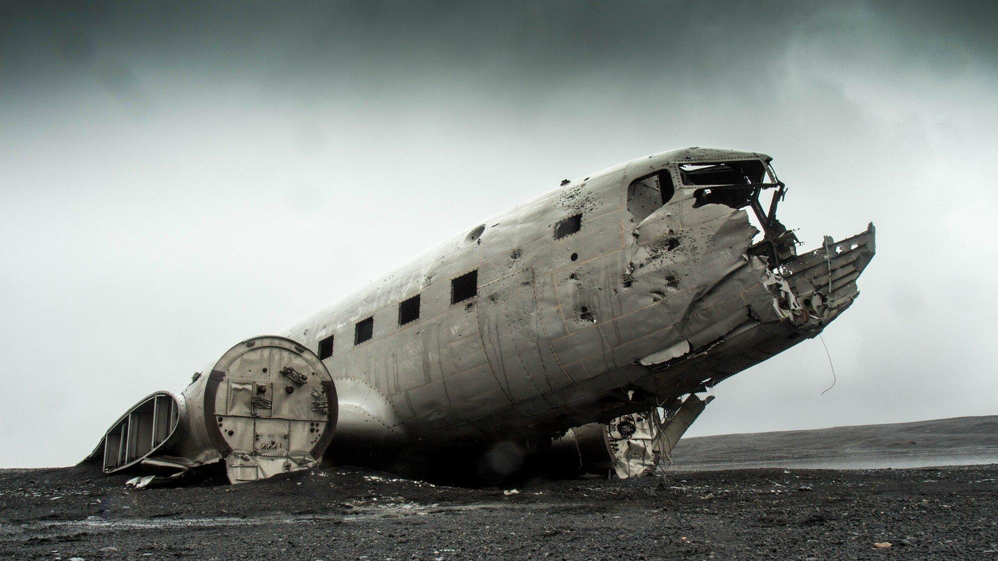 В Эквадоре разбился самолет: все люди на борту погибли (фото)