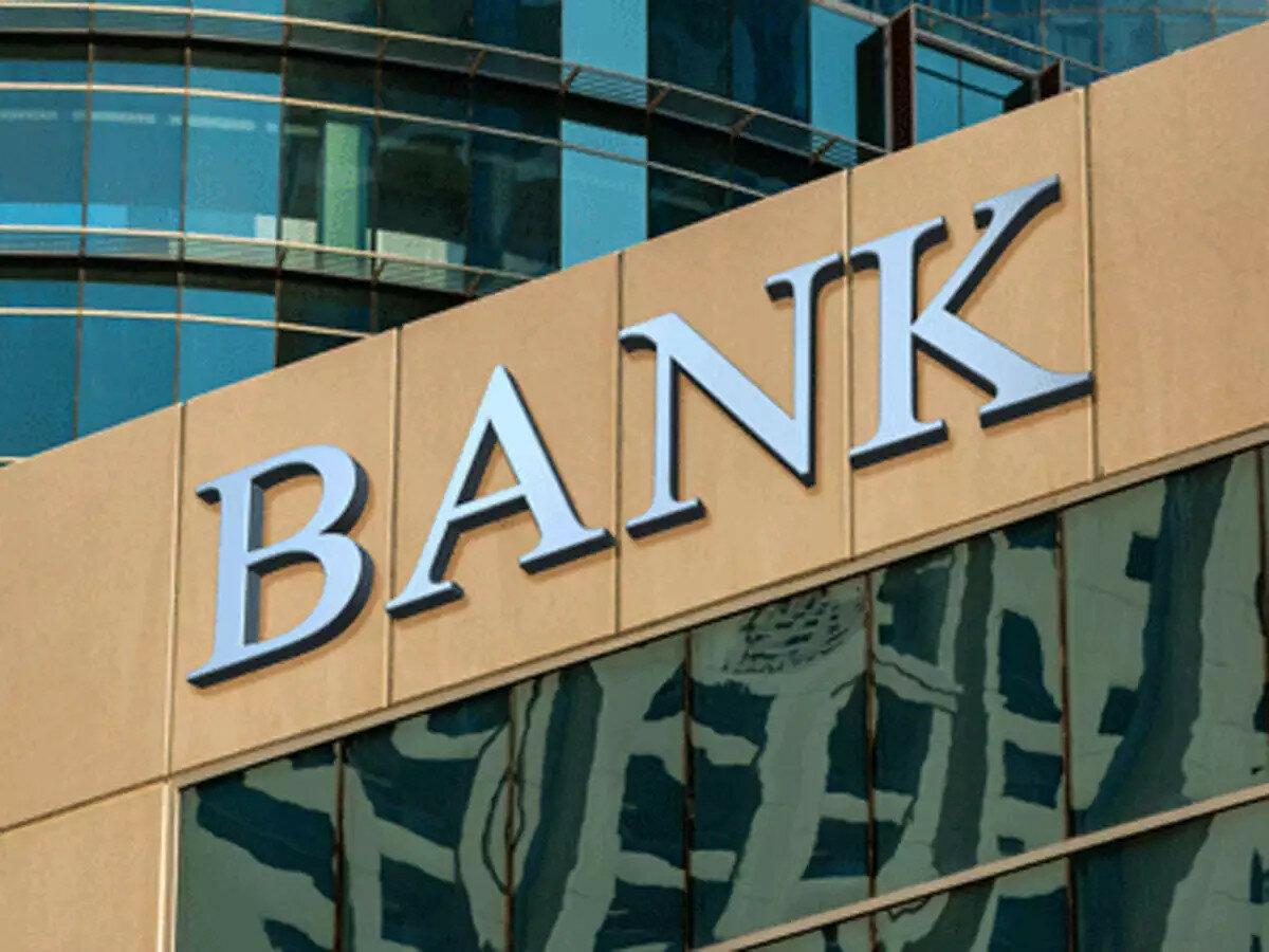 Из каких банков бизнес выводил деньги и куда переводил