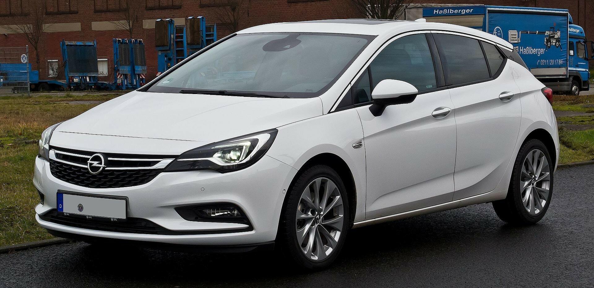 Прототип Opel Astra заметили на тестах с меньшими колесами